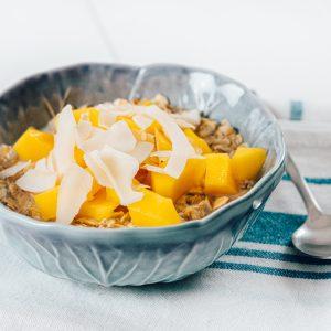 Tropical,Oats,Porridge,With,Mango,And,Coconut,Milk